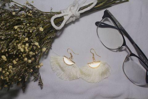 🚚 WHITE TASSLE EARRINGS V3