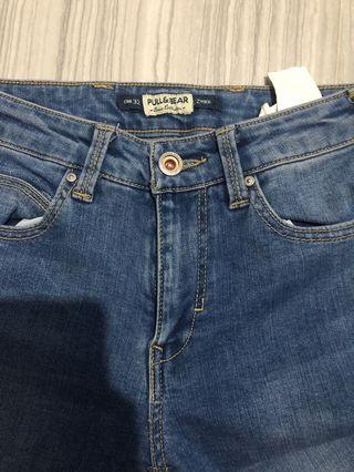 Jeans pull & bear, belum pernah dipakai tapi sudah di cuci