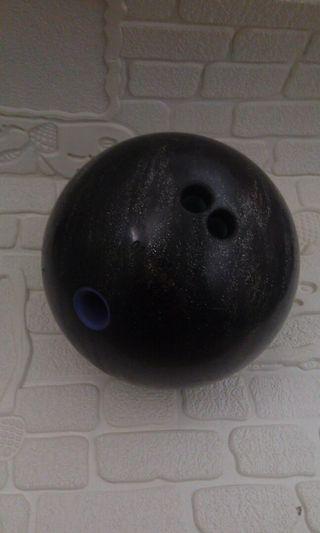 Satu Set (Bola, Tas, dan Sepatu Bowling)