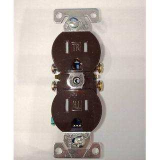 美國COOPER TR270B 咖啡色 15A 125V 防誤觸電源插座 DUPLEX 兒童房可用 工業開關 工業插座