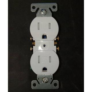 美國COOPER TR270W 白色 15A 125V 防誤觸電源插座 DUPLEX 兒童房可用 工業開關 工業插座