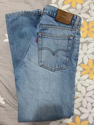 🚚 High Waist Levis Mom Jeans