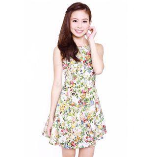 🚚 AWE Floral Peplum Dress