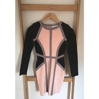 Size M: long sleeve body contour dress