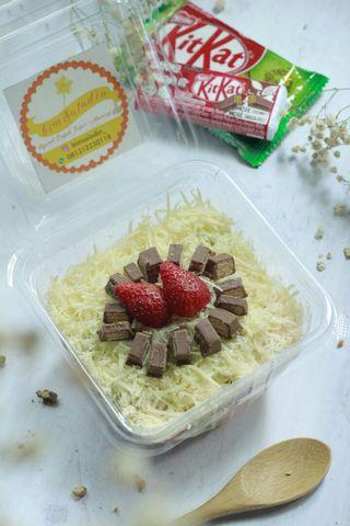 Salad Buah toping Kitkat Coklat