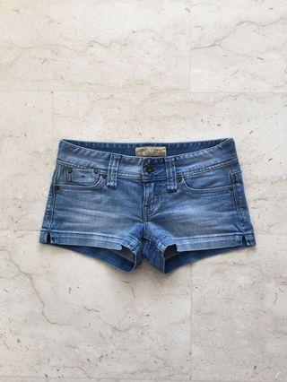guess low rise shorts 25