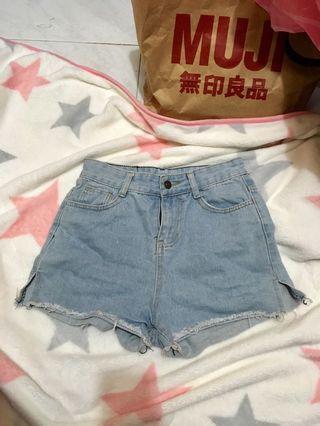 🔹淺藍高腰牛仔短褲