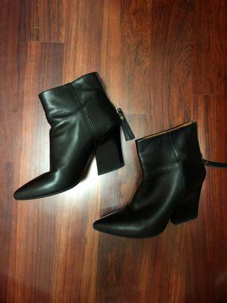 🚚 Black leather winter boots from & other stories