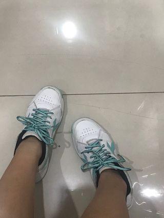 Diadora sepatu lari