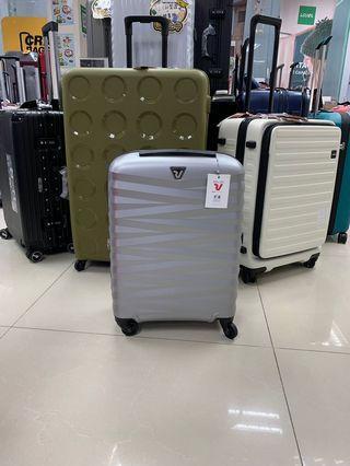 阿豪 (意大利品牌製造Roncato之ZETA) 行李箱 luggage 55cm全新 極輕 好推