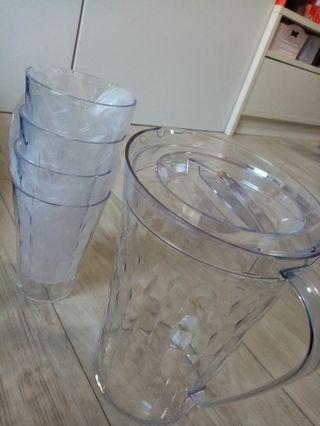 🚚 Tupperware prism jug and cups