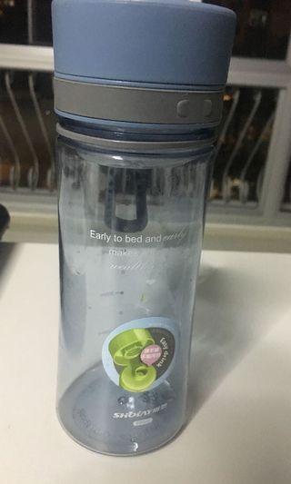 🚚 Water Bottle