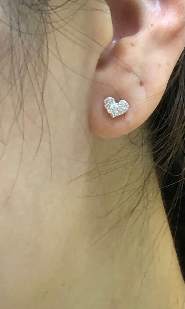 母親節優惠:18K金鑽石耳環共0.20ct ,只售1380