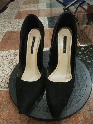 黑色細跟尖頭包鞋