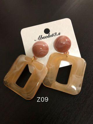 🚚 Acrylic earrings - light orange