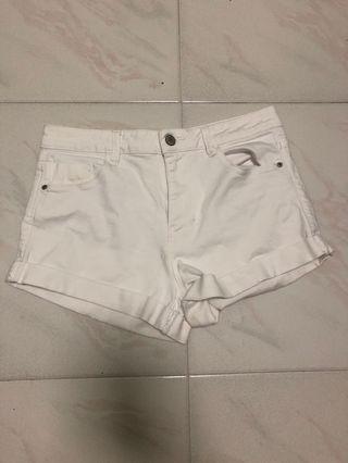 🚚 White Zara denim shorts