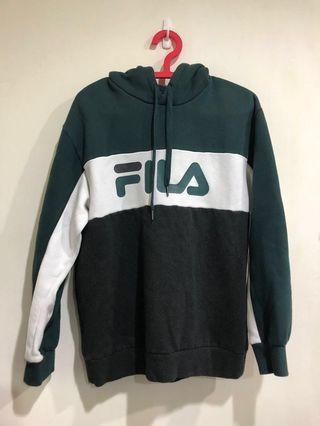 🚚 FILA 綠白帽t M號約9成新 白色部份有小黃點 男女皆可穿