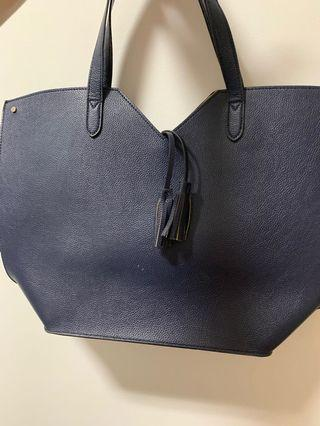 🚚 Neiman Marcus navy leather handbag