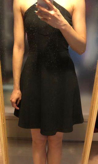 黑色吊帶連身裙 Little black dress