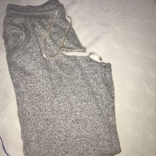 🚚 grey sweatpants