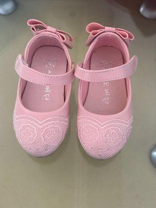 Girls pink lacy shoes