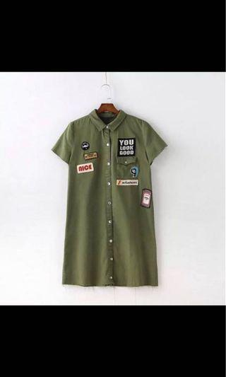 🚚 BN army green comic funky dress shirt