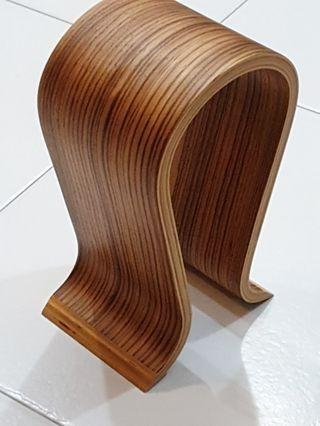 🚚 Omega Walnut Headphone Stand