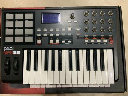 AKAI MPK25 USB/MIDI Performance Keyboard