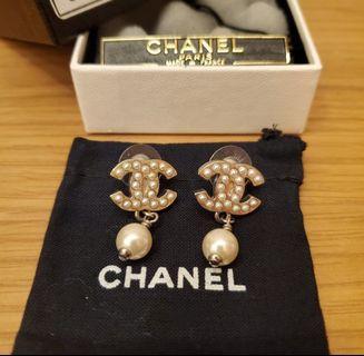 Chanel silver pearl earrings 耳環