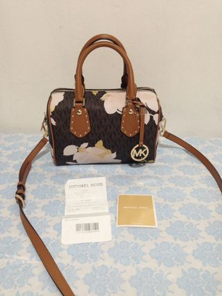 38afdd8c932e 100% Authentic Michael Kors Small 2 way bag (limited spring edition)