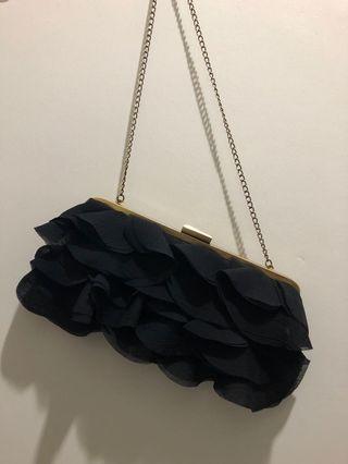 🚚 Ruffles clutch bag