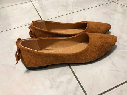 🚚 棕色尖頭平底鞋