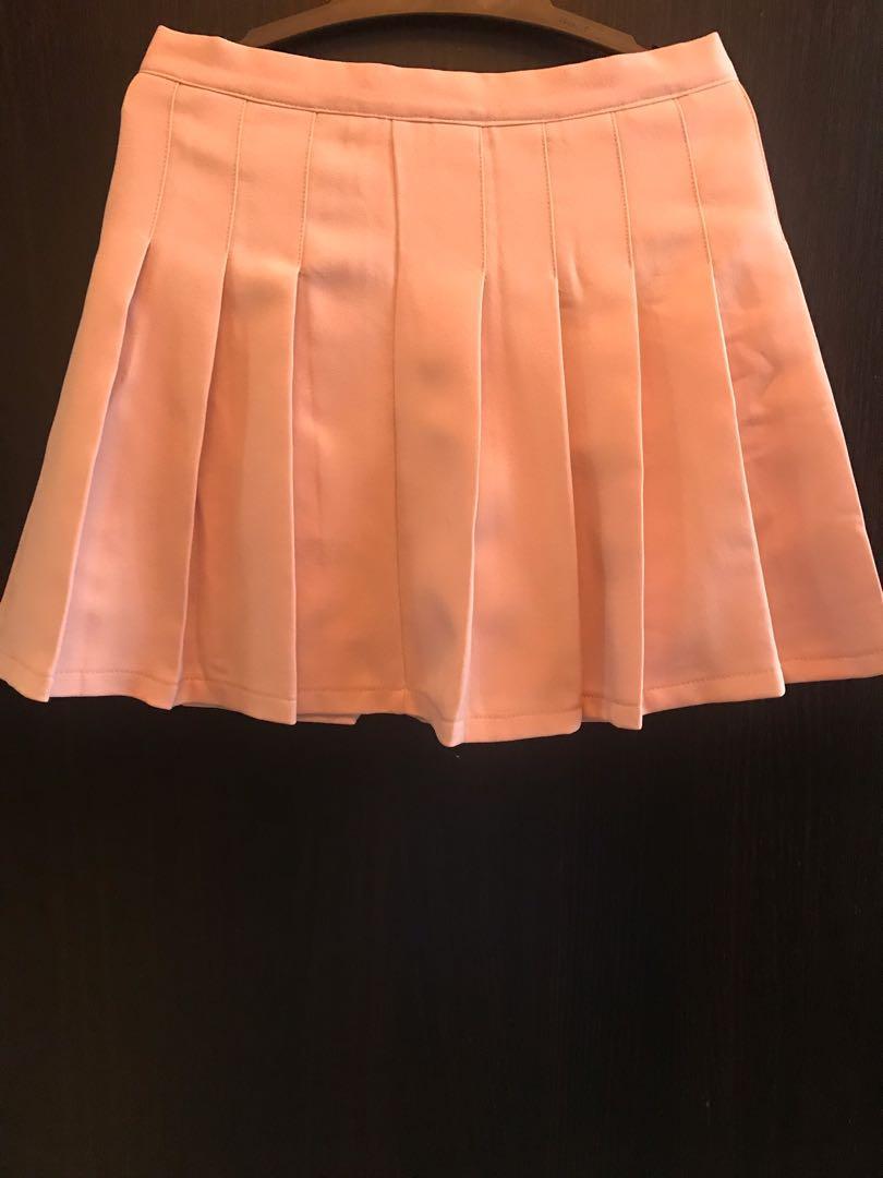 粉紅色百摺短裙