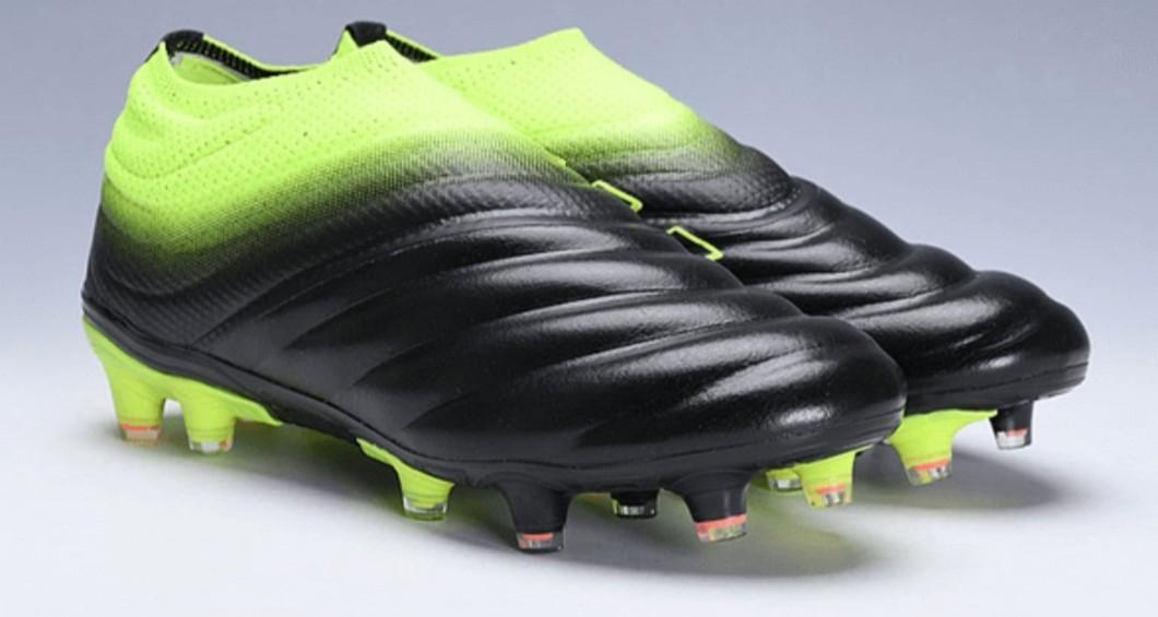 Laceless 1st Grade Soccer Boots
