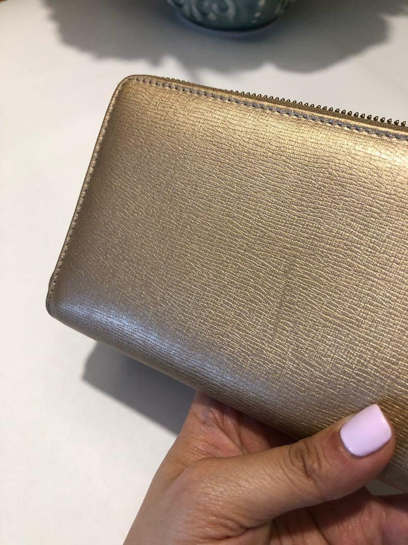 Authentic Gold Gucci Zippy Wallet with Interlocking GG
