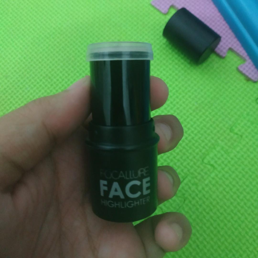 Focallure Face Highlighter