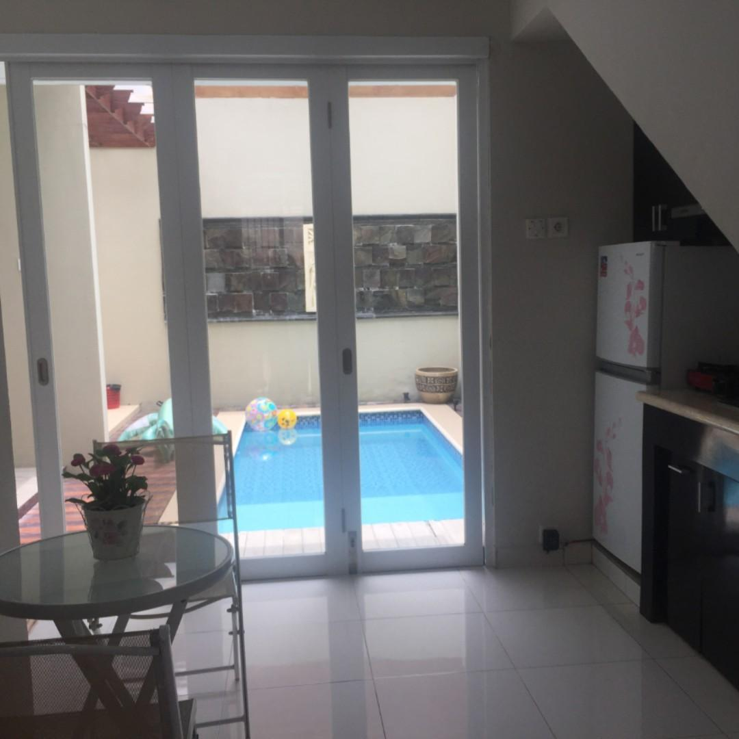 Jual Rumah 2 lantai kolam renang graha raya bintaro. bisa KPR, cicil 10x, over credit