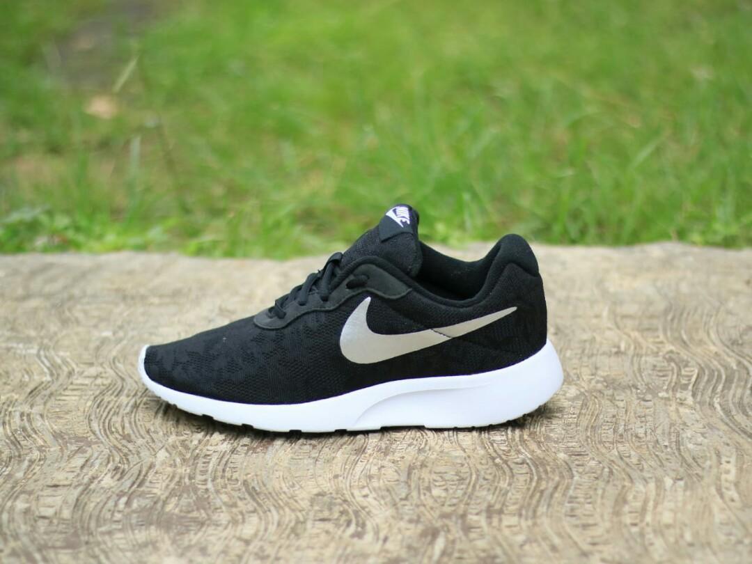 Nike Tanjun Flower Black