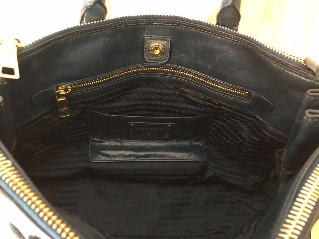 Prada Genuine Cow Leather Vintage Style Handbag 手袋 (bought from London) with card & dust bag