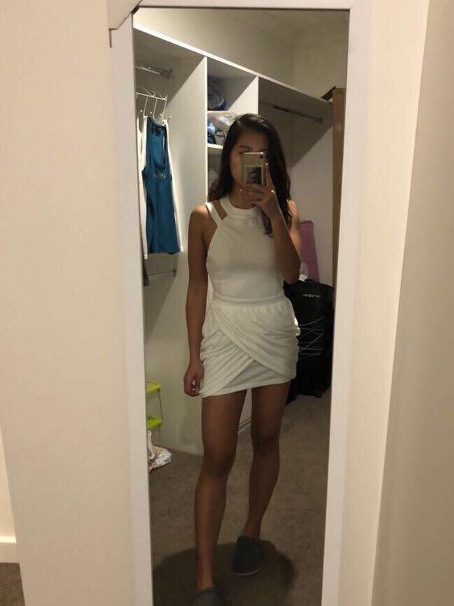 Saboskirt white dress