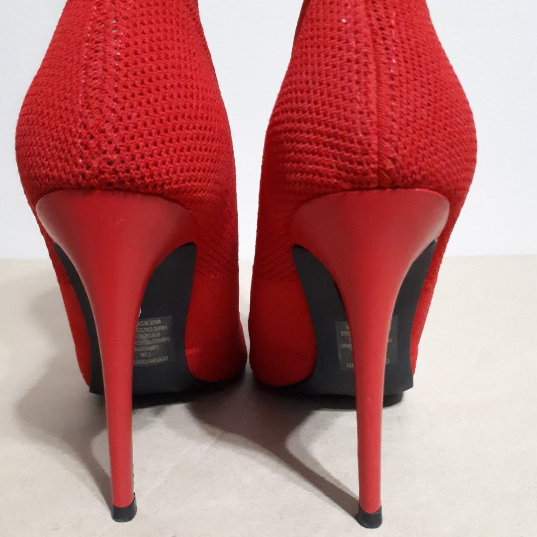 Steve Madden Century Red Fabric Ankle Boots Size 7.5