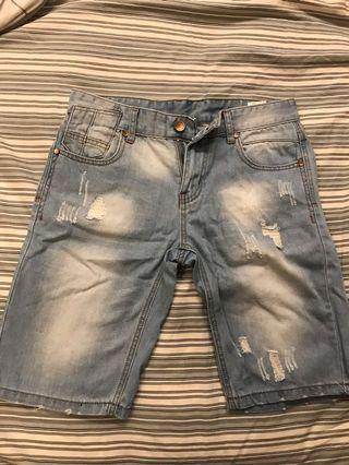 🚚 細節滿滿的 牛仔短破褲 30腰