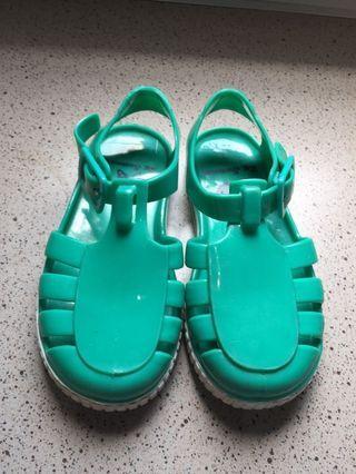 Sandal sepatu anak  yeezy Unisex