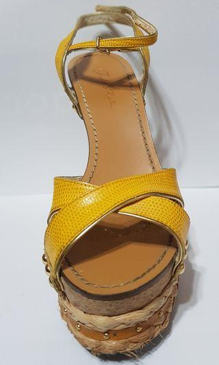 🚚 yellow gold wedges