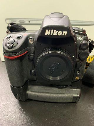 D700 Body + Original Battery Grip