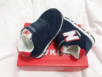 🚚 全新 藍色N字母寶寶學步鞋 運動鞋 內長13cm