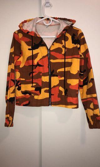 Semi cropped camo sweater