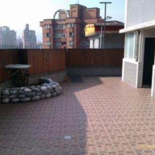 台北市稀有一樓10坪花園獨立大套房出租.環境安靜,近捷運及公車站,請詳閱租屋內容後.合意者再電洽