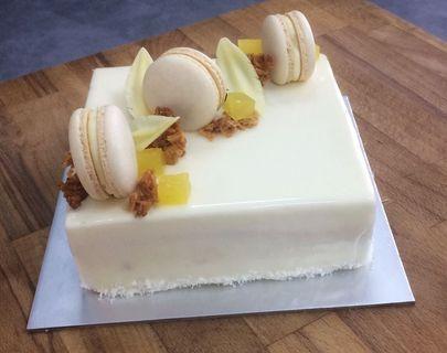 🚚 Coconut pineapple cake