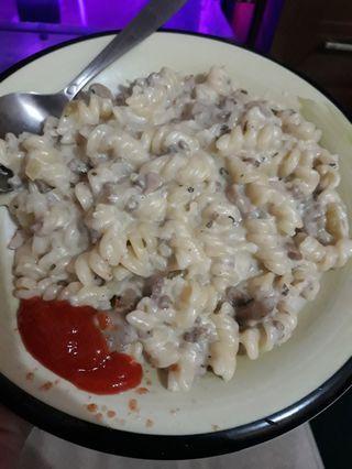 Pasta carbonara saus putih